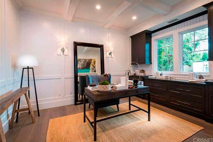Современный дизайн кабинета в доме