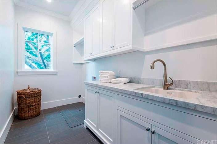 Ванная комната в светлом цвете