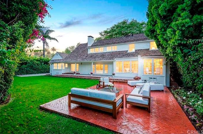Классический двухэтажный дом в Брентвуде, Калифорния