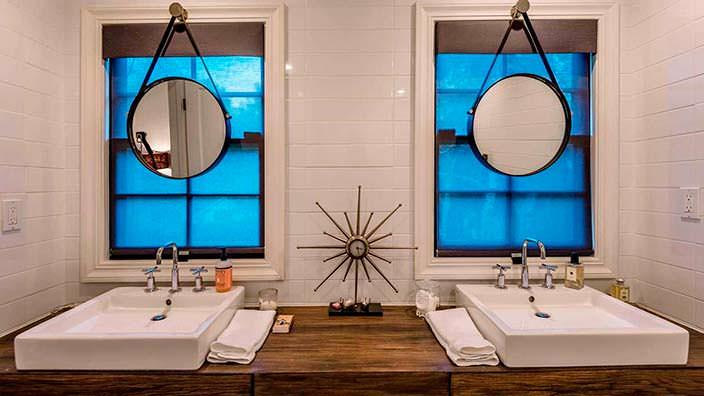 Круглые зеркала в ванной