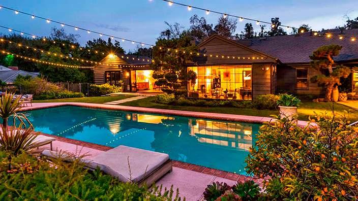 Дом в традиционном стиле с бассейном актрисы Кейт Уолш
