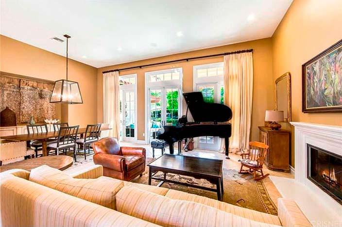 Рояль в интерьере гостиной