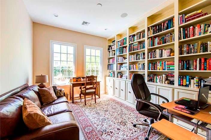 Домашний кабинет-библиотека