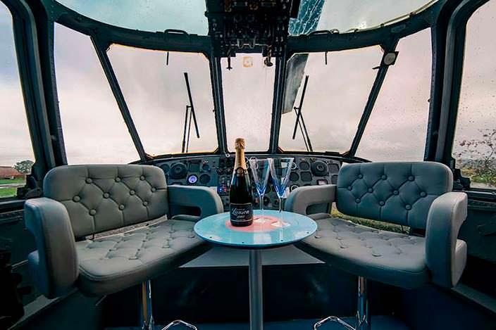 Зона отдыха на месте кабины пилотов вертолета береговой охраны