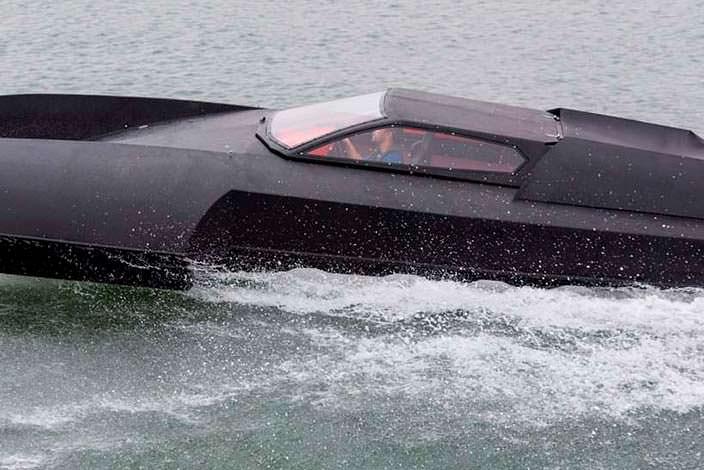 Спортивный катер гидроплан Alpha Centauri как у Бэтмена