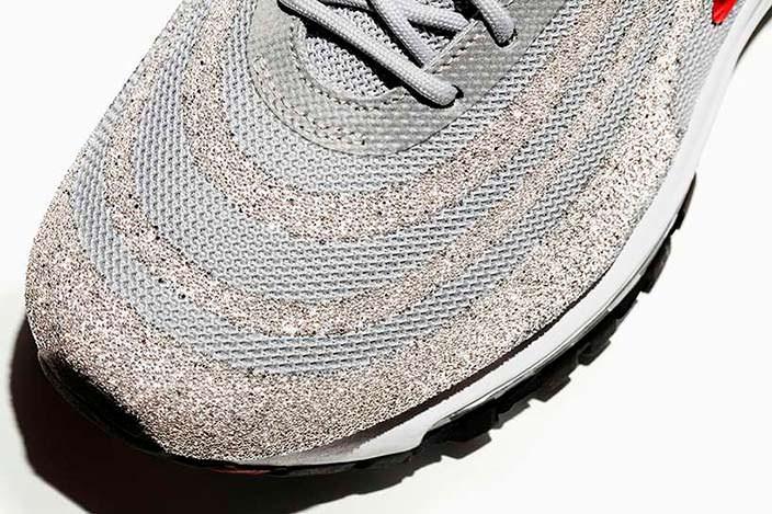 Серебристые кроссовки с кристаллами Сваровски от Nike