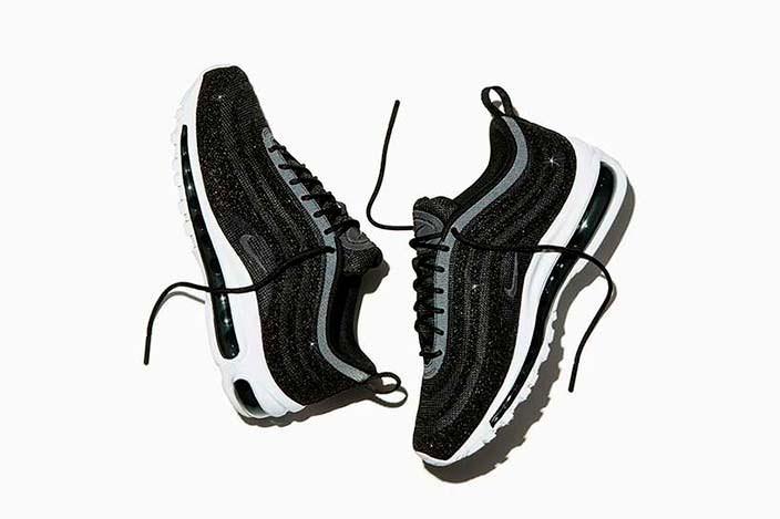 Весенние женские кроссовки с кристаллами Swarovski от Nike
