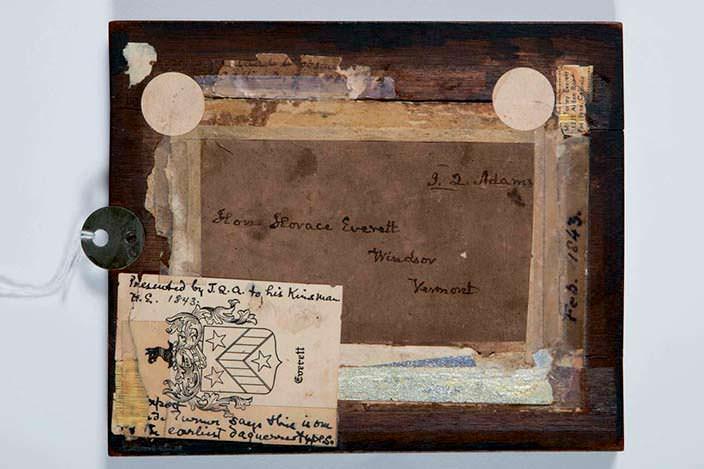 Обратная сторона фотографии Джона Куинси Адамса с инициалами
