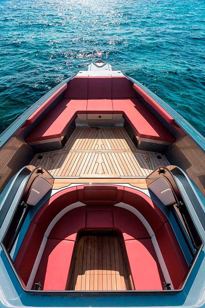 Прогулочный катер Maori Yacht 54: палуба на 12 человек