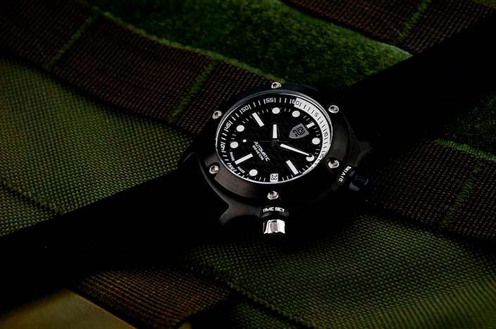 Дайверские часы на резиновом ремешке Rebel AquaFin