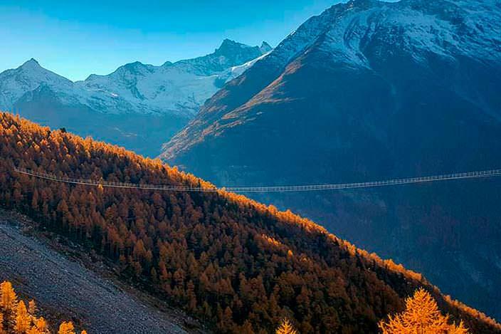 Самый длинный пешеходный подвесной мост в Швейцарских Альпах