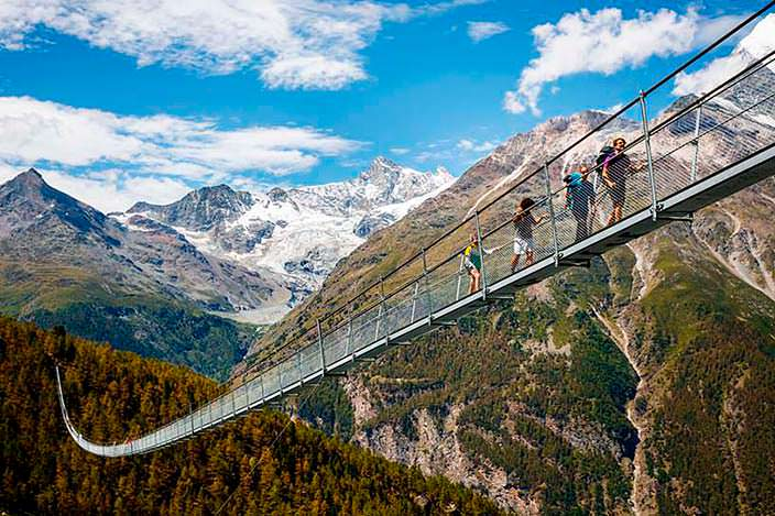 Самый длинный пешеходный подвесной мост длиной 494 метра