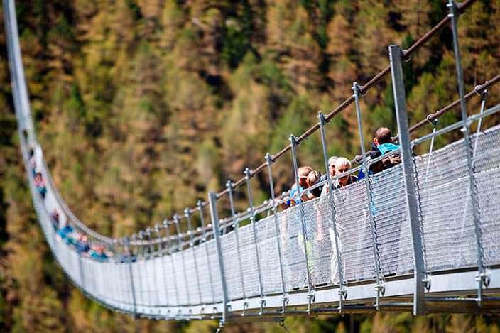 Самый длинный пешеходный подвесной мост шириной 60 см