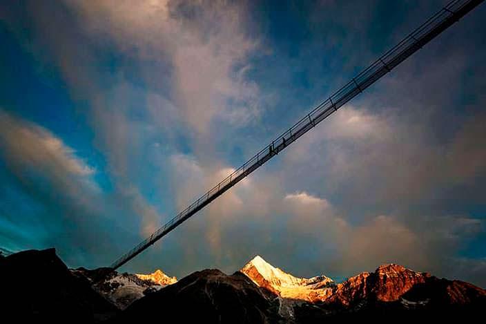 Самый длинный пешеходный подвесной мост. Высота 85 метров