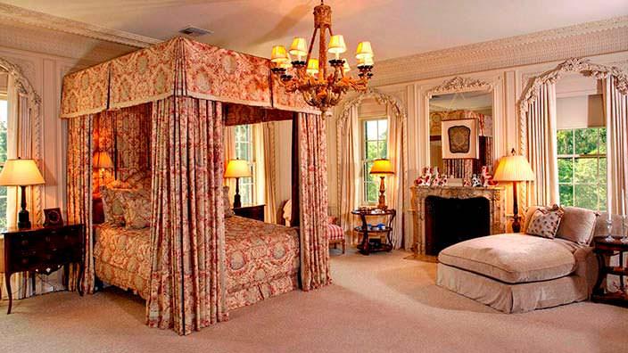Классический дизайн спальни в Owlwood Estate