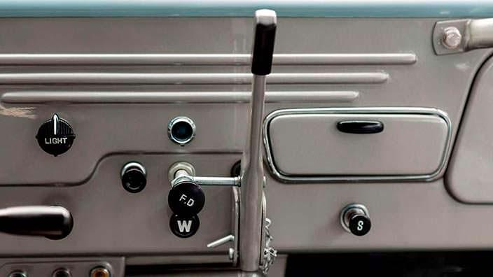 Отреставрированный Toyota Land Cruiser FJ45LV 1967 года
