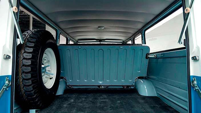 Внутри Toyota Land Cruiser FJ45LV 1967 года