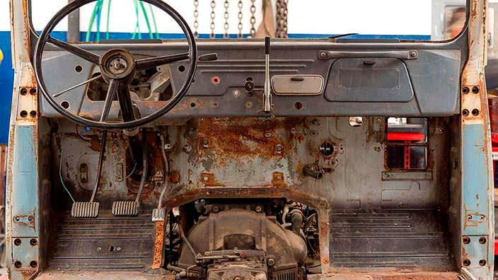 Ржавый салон Toyota Land Cruiser FJ45LV до реставрации