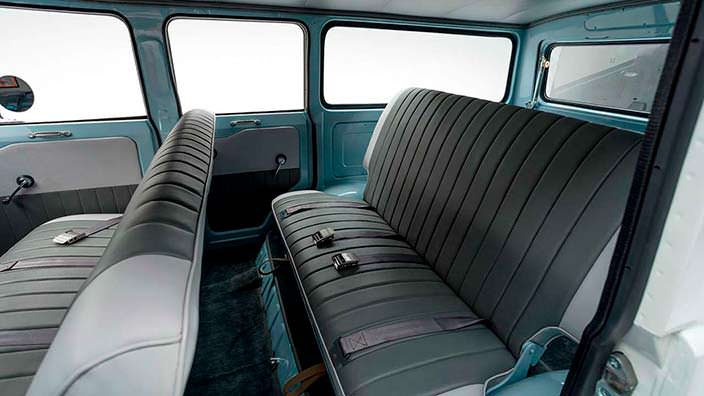 Фото салона Toyota Land Cruiser FJ45LV 1967 года
