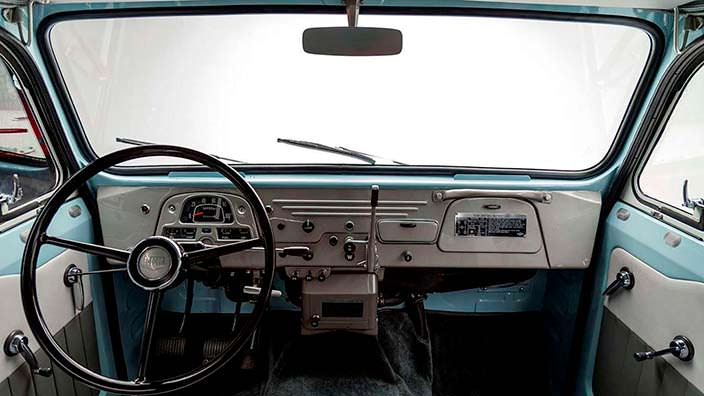 Интерьер Toyota Land Cruiser FJ45LV 1967 года
