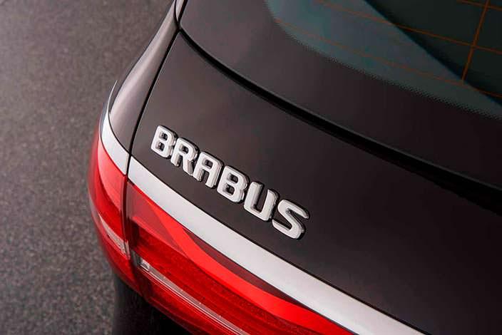 Надпись Brabus на двери багажника