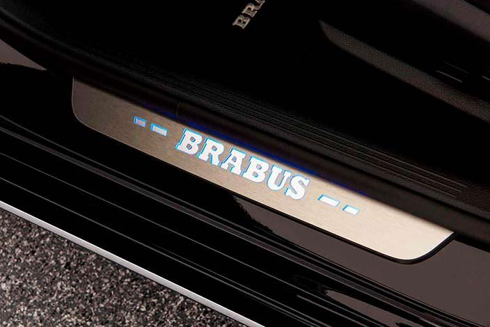 Дверные пороги с подсветкой логотипа Brabus