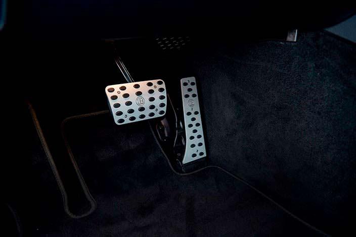 Алюминиевые накладки на педали Brabus
