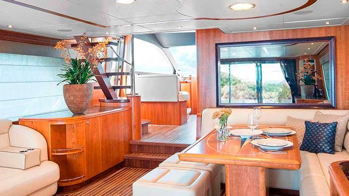 Вишневое дерево в интерьере яхты Anemeli от Van der Valk