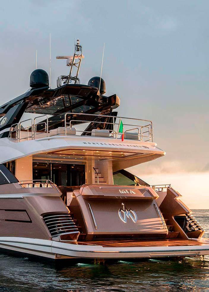 Mia: первая яхта серии MCY96 от Monte Carlo Yachts