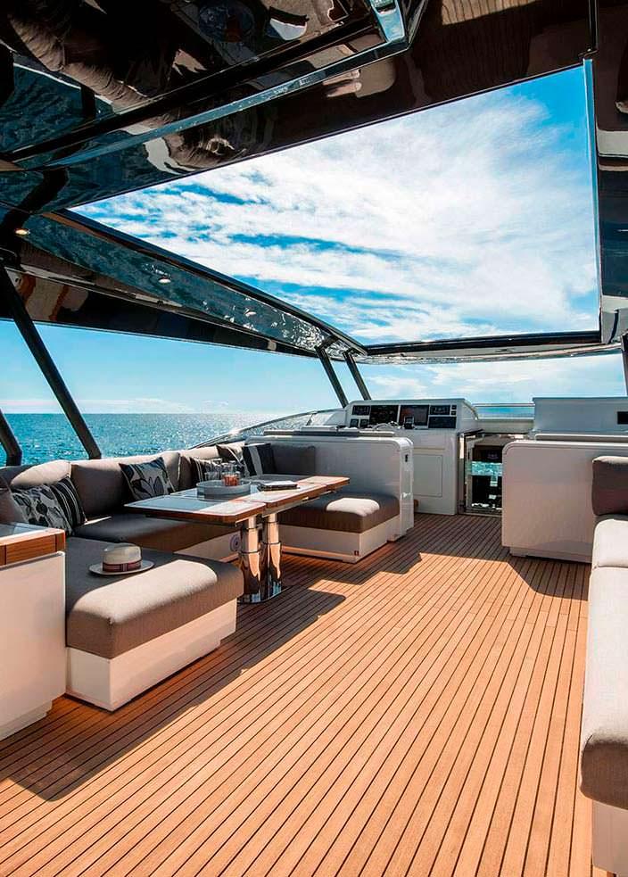 Верхняя палуба яхты Mia от Monte Carlo Yachts