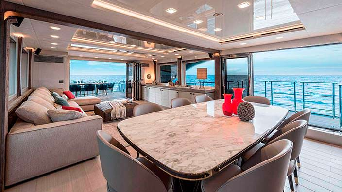 Дизайн главной палубы яхты Mia от Monte Carlo Yachts