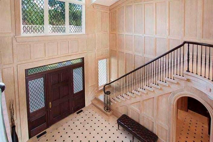Классическая лестница на второй этаж