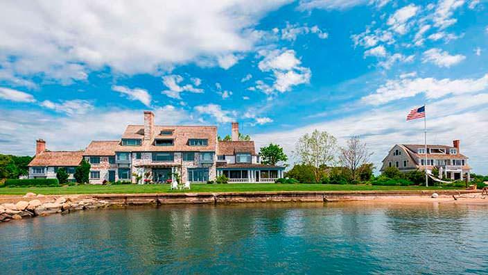 Колониальный дом с частной пристанью