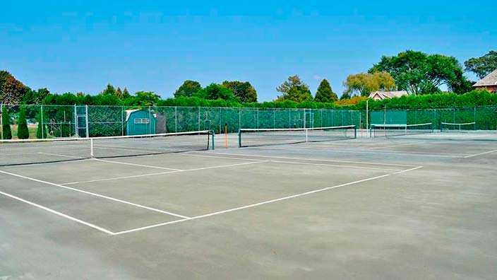 Частный теннисный корт у дома