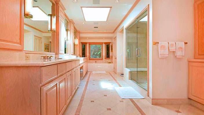 Дизайн ванной комнаты в ранчо 1960-х годов