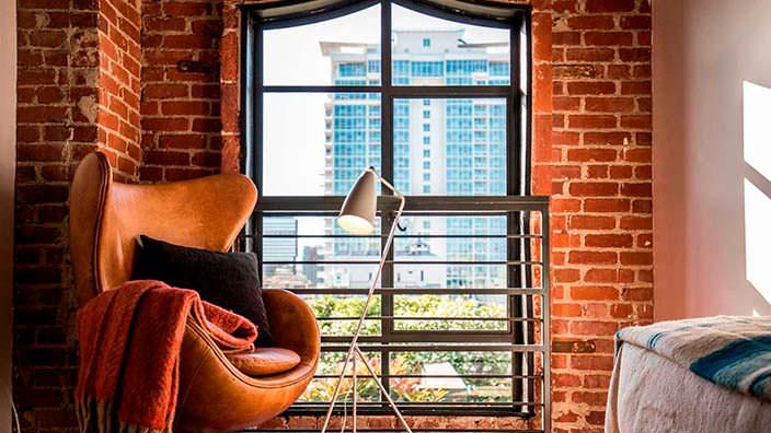 Дизайнерская мебель в квартире Джонни Деппа