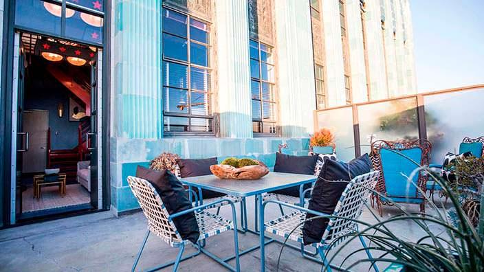 Частная терраса в пентхаусе в здании Eastern Columbia Building