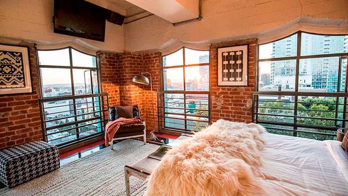 Спальня в пентхаусе здания Eastern Columbia Building