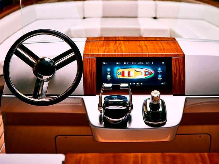 Сенсорный кокпит катер Dasher от Hickley Yachts