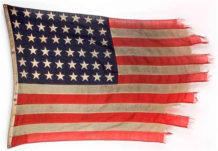 Исторический флаг США с борта десантного корабля в Нормандии
