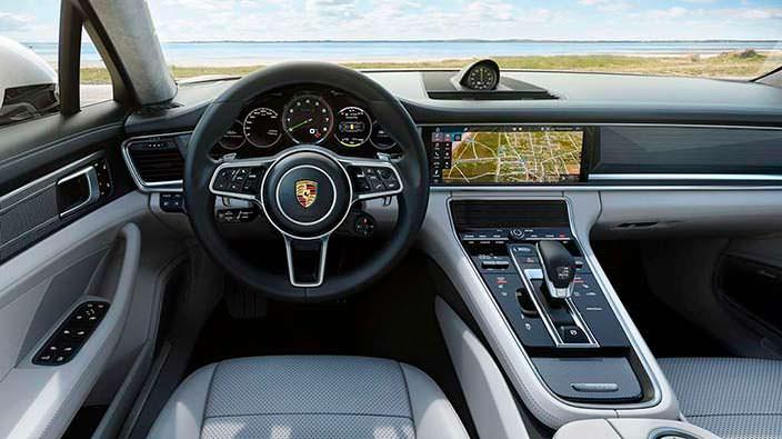 Салон Porsche Panamera Turbo S E-Hybrid Sport Turismo