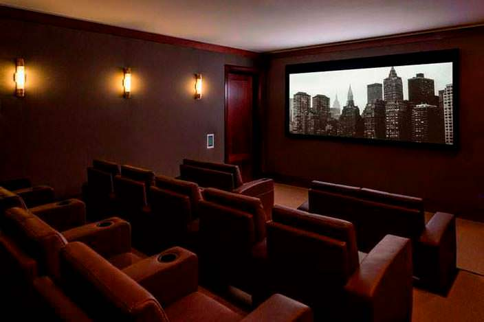 21-местный кинозал для владельцев квартир в ЖК