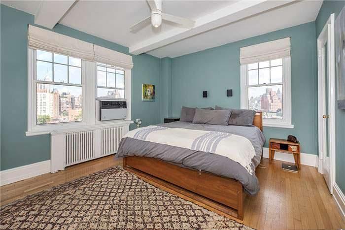 Дизайн спальни в квартире Сета Майерса на Манхэттене