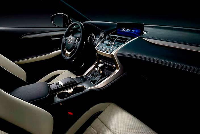 Интерьер Lexus NX 300h 2018 года