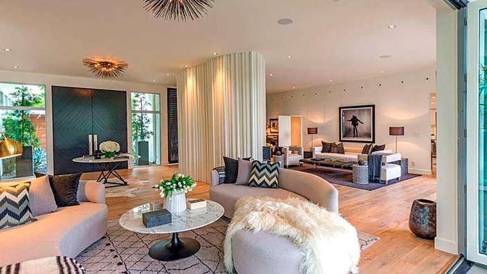 Дизайн огромной гостиной в доме Синди Кроуфорд