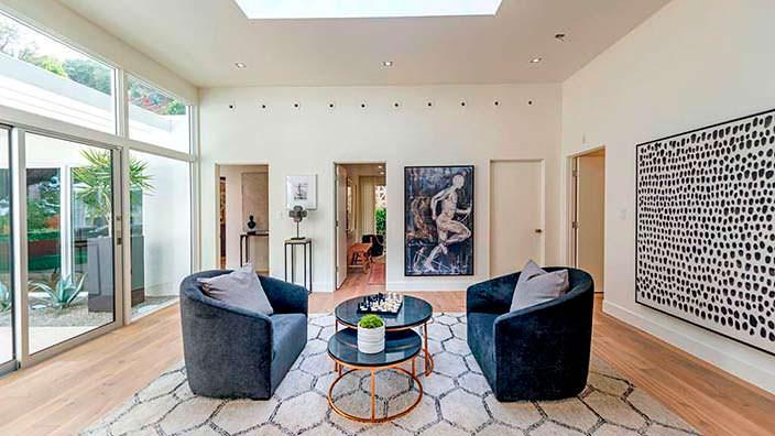 Светло-серый интерьер нового дома Синди Кроуфорд