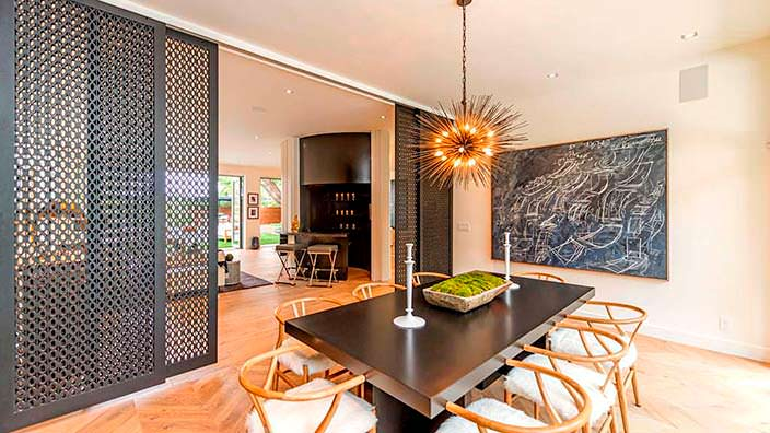 Столовая в стиле модерн в доме Синди Кроуфорд
