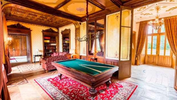 Замок Chateau Carbonnieres жилой площадью около 2 800 кв. м.