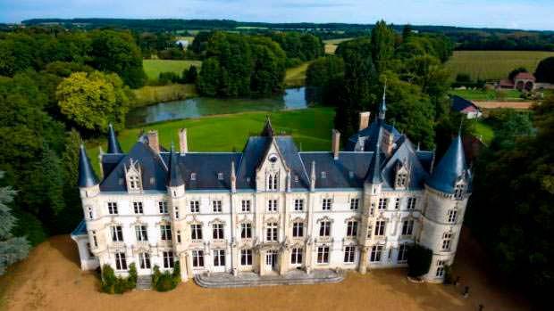 Chateau Carbonnieres: французский замок XVI века в Долине Лауры