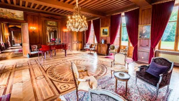 Изысканные мраморные полы в Chateau Carbonnieres